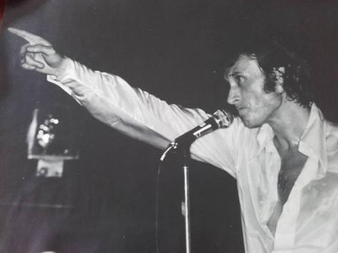 Johnny sur la scène du Rex il y a 30 ans (Photo d'un internaute)
