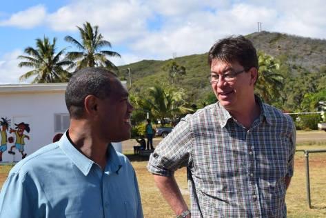 Thierry Santa avec Alcide Ponga, le maire de Kouaoua