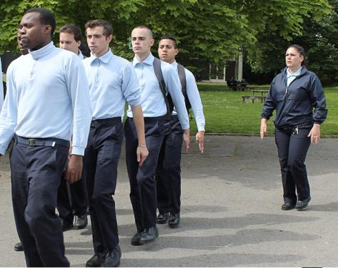 Discipline, uniforme, encadrement militaire et formation