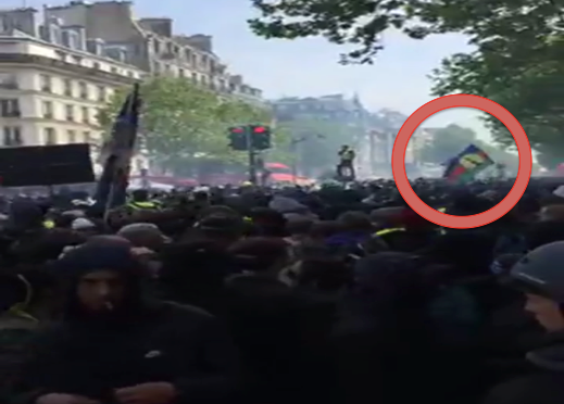 DRAPEAU KANAKY AU DÉFILÉ DU 1ER MAI À PARIS